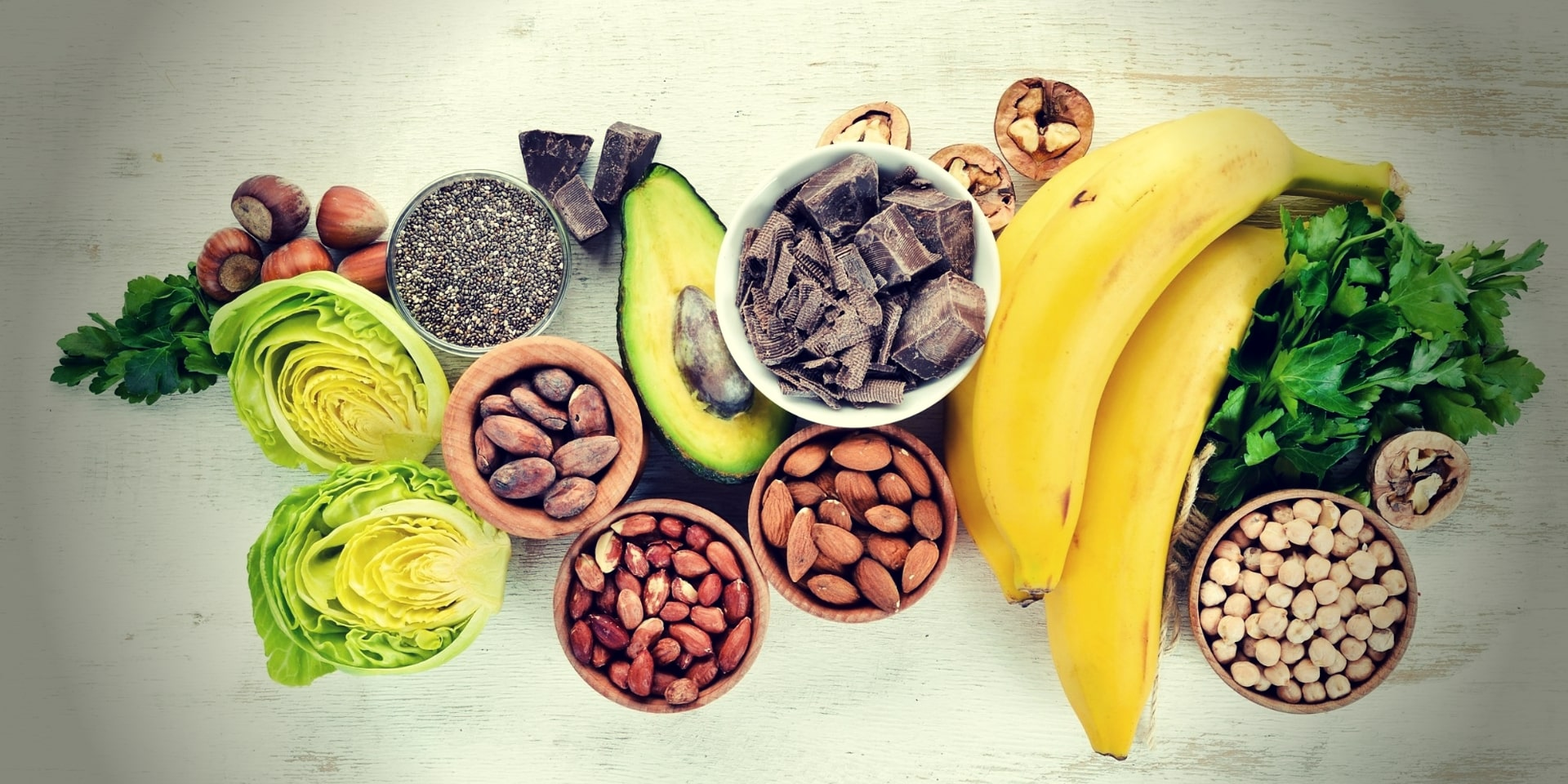 Magnesium and Testosterone foods containing natural magnesium. Chocolate, banana, cocoa, nuts, avocados, broccoli, almonds